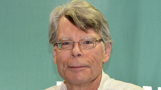 Stephen King persuades newspaper not to scrap its book reviews