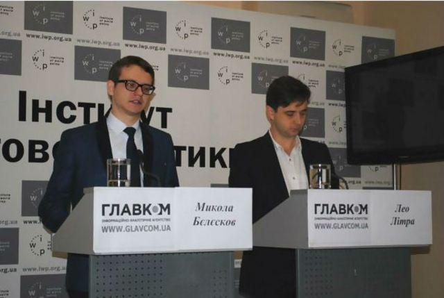 Микола Бєлєсков (ліворуч) спеціалізується на темі військової співпраці України та США