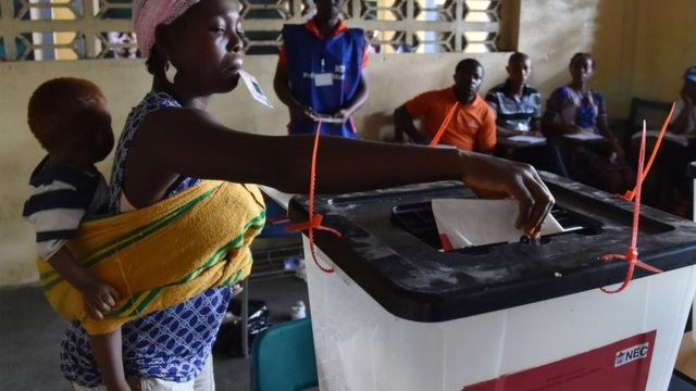 Woman wey carry pickin dey vote for Liberia