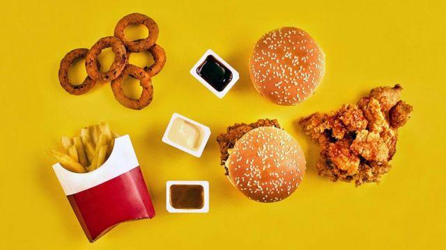 Некоторые жареные продукты могут содержать трансжиры, повышающие уровень вредного холестерина
