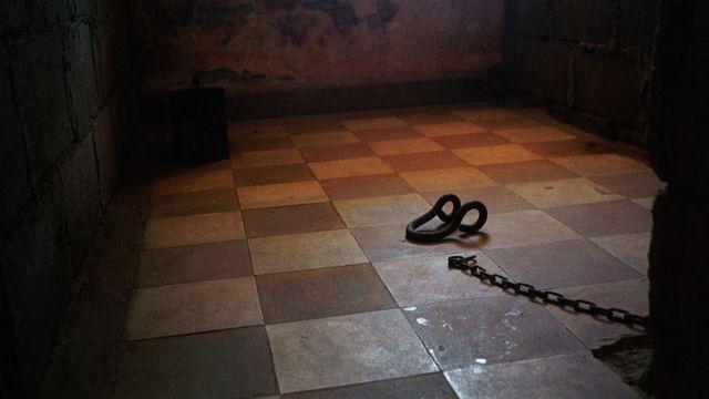 Khu cảnh một phòng giam 2x3m ở nhà tù Toul Sleng S-21 khét tiếng
