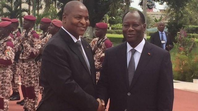 Faustin-Archange Touadéra (à gauche) et Alassane Ouattara, à Abidjan