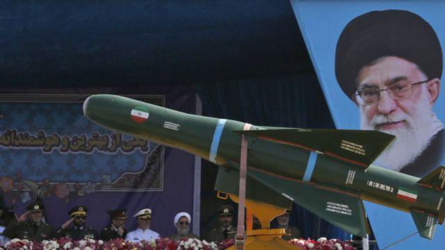 Desfile militar no Irã