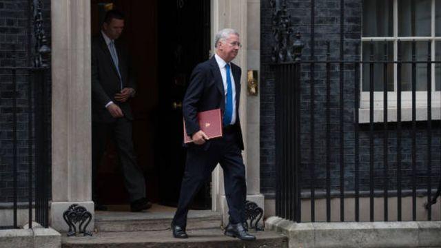 مايكل فالون يغادر مقر رئيسة الوزراء
