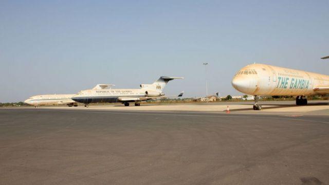 Des avions sur le tarmac de l'aéroport de Banjul