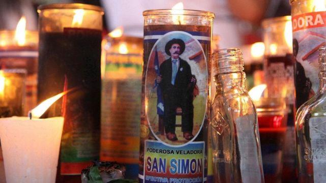San Simón El Santo Maya Fumador Y Bebedor Que Saca A La Gente De La Cárcel En Guatemala Bbc News Mundo