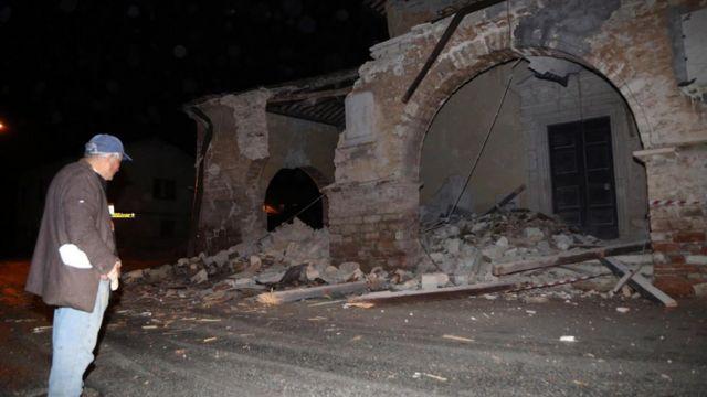 サンタントニオ村で崩れた住居(26日)
