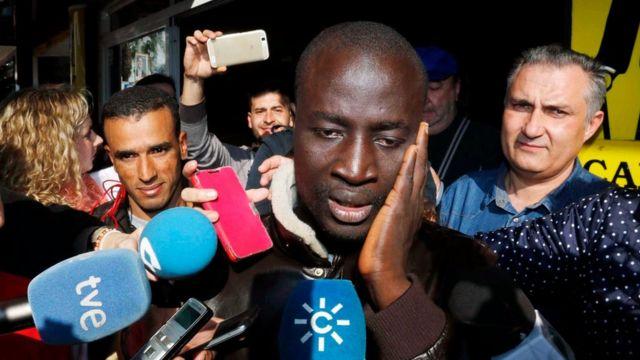 クリスマス宝くじに当たったと気づいたセネガル難民のヌガネさん