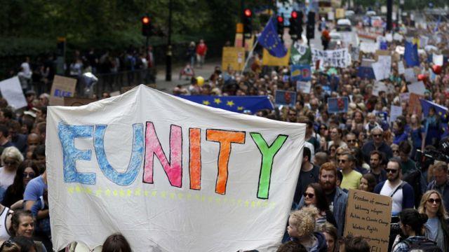 """""""Евросоюз - мы с тобой!"""" - скандировали участники марша"""
