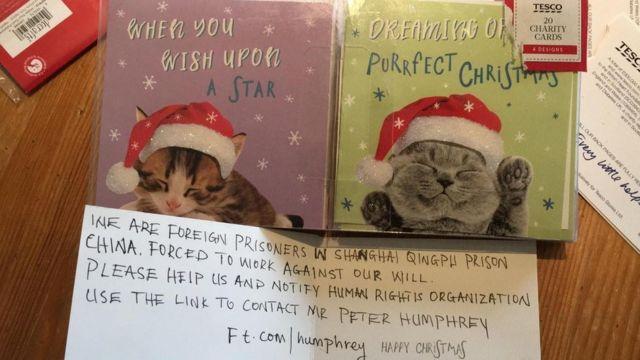 """倫敦女孩弗洛倫斯·維迪科姆發現""""青浦監獄囚犯求救信息""""的Tesco套裝聖誕卡"""