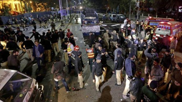 لاہور میں حملے کے بعد کا منظر