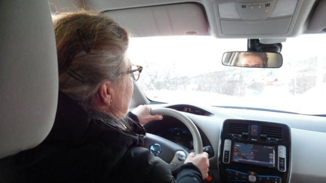 Elisabeth Bryn al volante