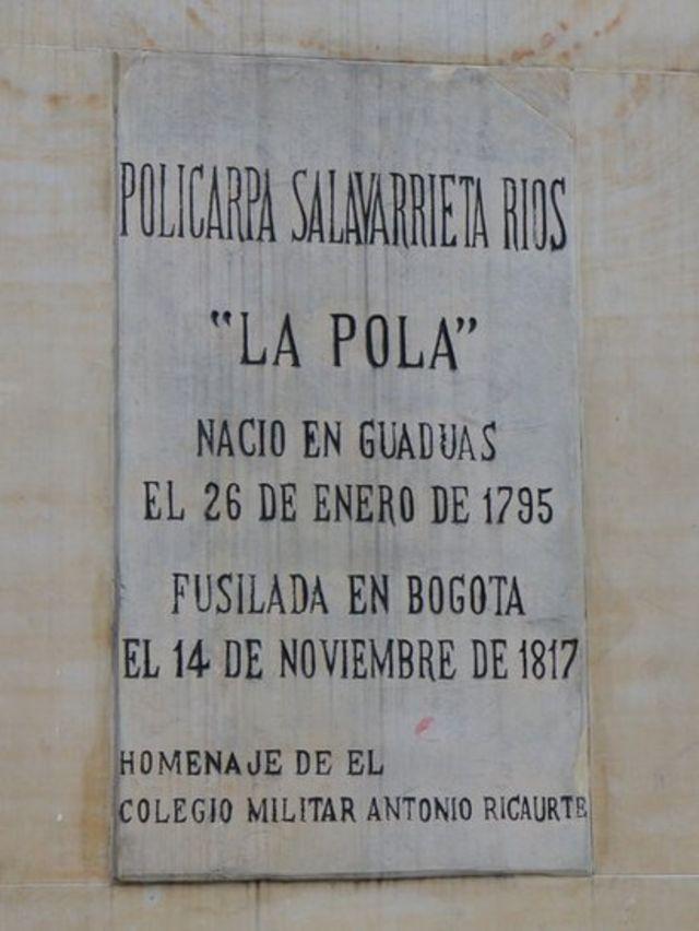 Placa con supuesta fecha de nacimiento de Policarpa Salavarrieta.