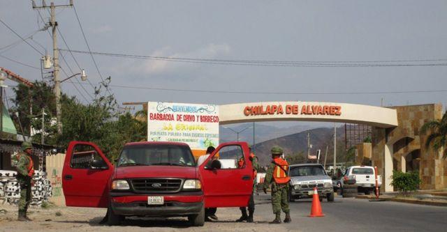 Retenes militares en la entrada de Chilapa.