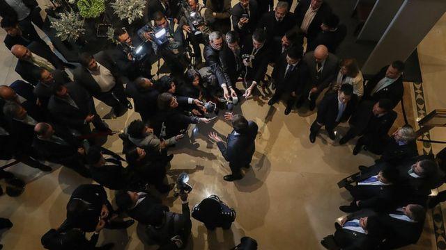 Bolsonaro falando a jornalistas em Pequim
