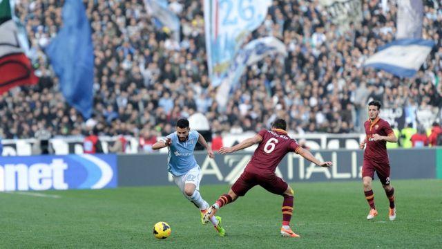 Una jugada de un Lazio v. Roma