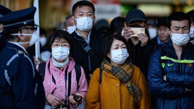 Người dân Nhật Bản đeo khẩu trang chống lây nhiễm