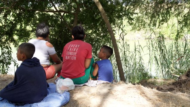 Migrantes en el rio Bravo