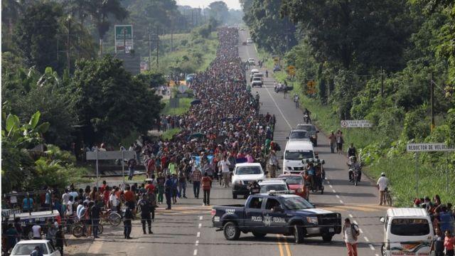 Caravana camina en territorio mexicano.