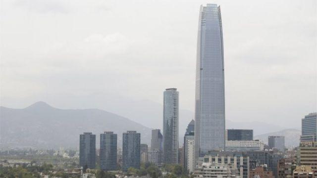 Cielo nublado sobre Santiago de Chile este lunes 5 de enero.