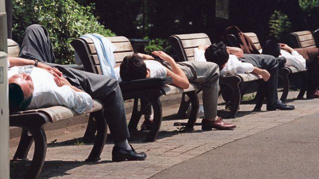 офисные работники в токио