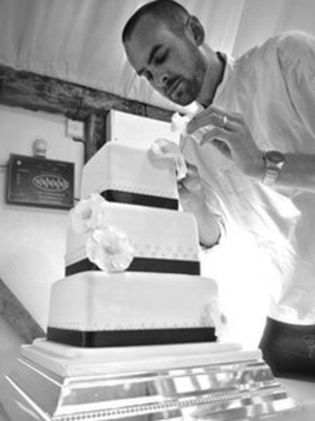 Крис делает торт