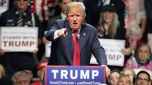 Donald Trump mocks 'disgusting' Clinton toilet break