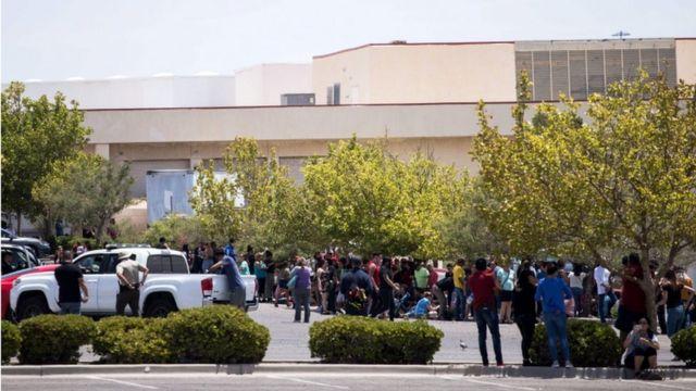 Policías en Cielo Vista Mall.