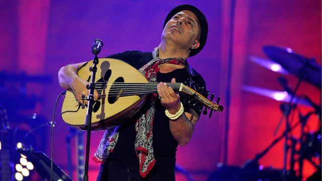 Dhafer Youssef, sur scène, lors de la journée internationale de jazz en 2015 au Global concert organisé par l'UNESCO