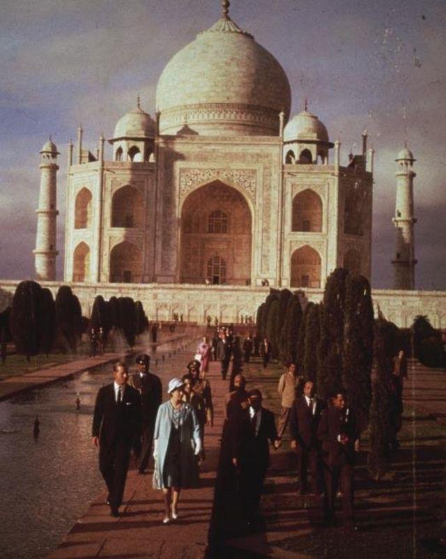 Queen Elizabeth II and Prince Philip, Duke of Edinburgh visiting the seventeenth century Taj Mahal during their six-week royal visit to India, 29th January 1961.