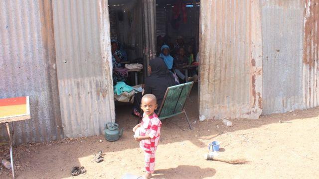 Certains enfants vont à l'école coranique, dans les camps de Faladié et Niamana.