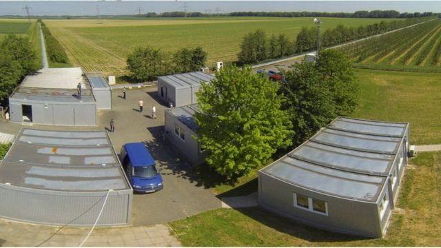 Bu buluş için gerekli Ar-Ge çalışmalarının pek çoğu, Almanya'daki GEO600 lazer interferometresinde yapıldı.