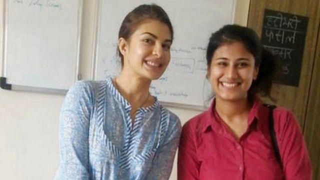हिंदी सिखाने वाली लड़की