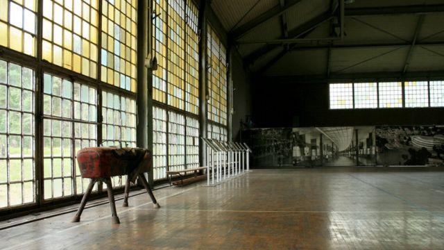 O ginásio é um dos únicos prédios a sobreviver ao tempo