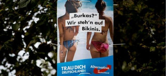 "На плакате АдГ было написано: ""Чадра? Мы предпочитаем бикини"""