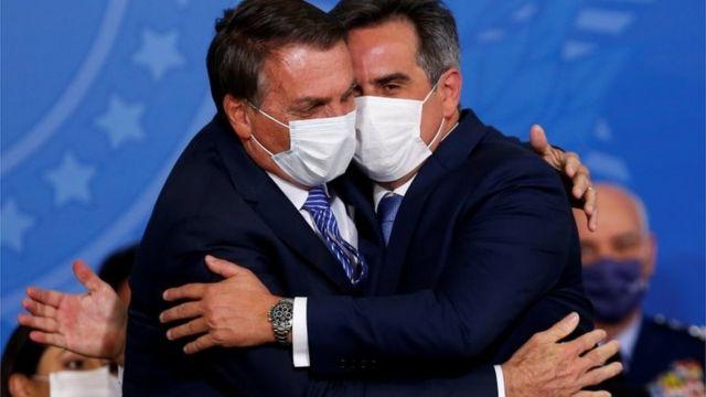 Bolsonaro abraça Ciro Nogueira