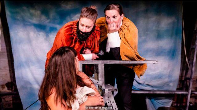 布里奇(Breach)剧团基于阿尔泰米西娅·真蒂莱斯基强奸案的部分庭审记录创作了这部话剧。