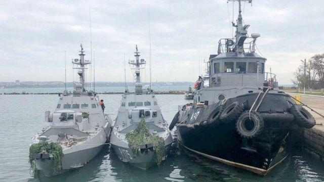 Українські кораблі після захоплення доставили у порт міста Керч
