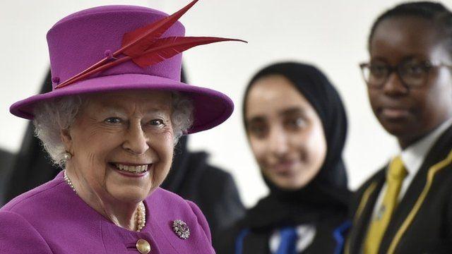 Queen meeting school children