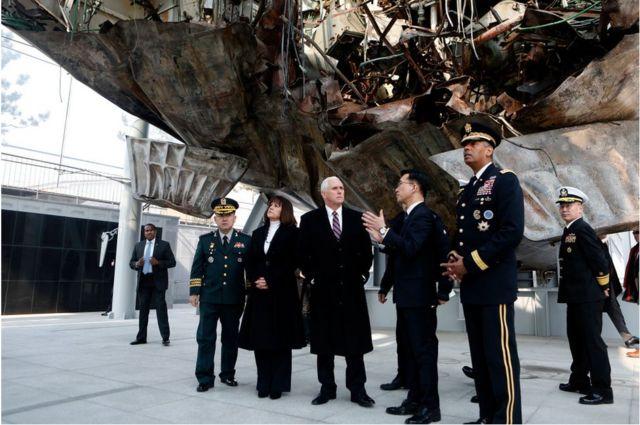천안함 기념관 방문 중인 펜스 부통령