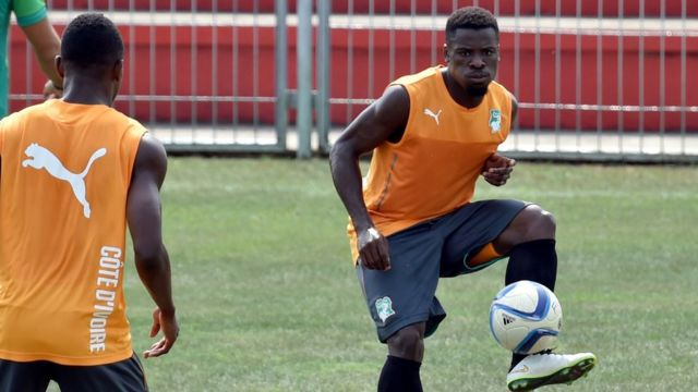 Le footballeur ivoirien Serge Aurier est accusé d'avoir mimé un égorgement lors du match du samedi dernier opposant la Côte d'Ivoire au Mali