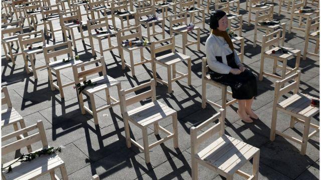 지난해 12월 서울 종로구 광화문광장에서 진행된 '위안부' 문제 해결 촉구 퍼포먼스