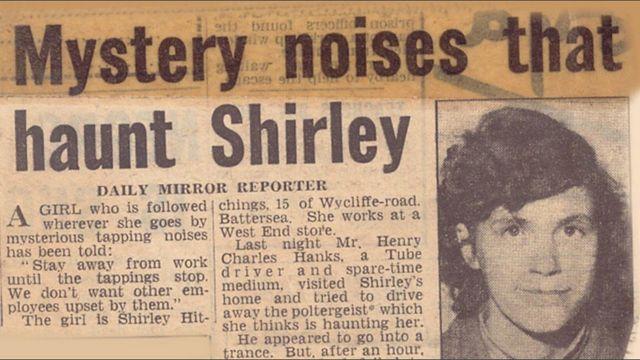 """""""El misterio de los ruidos que atormentan a Shirley"""", dice el titular de este diario con la foto de ella."""