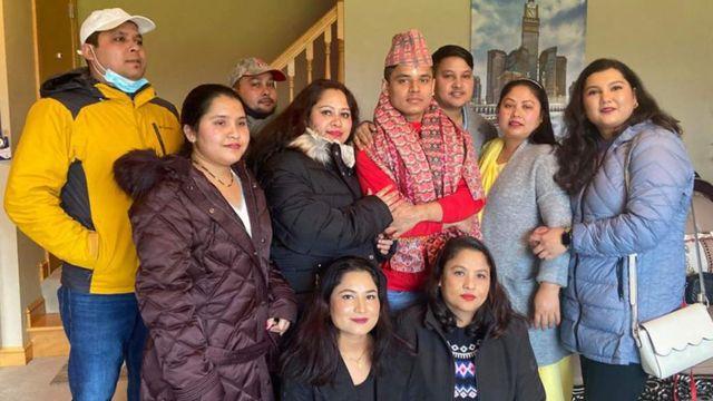 किरण गजमेर परिवारका साथ