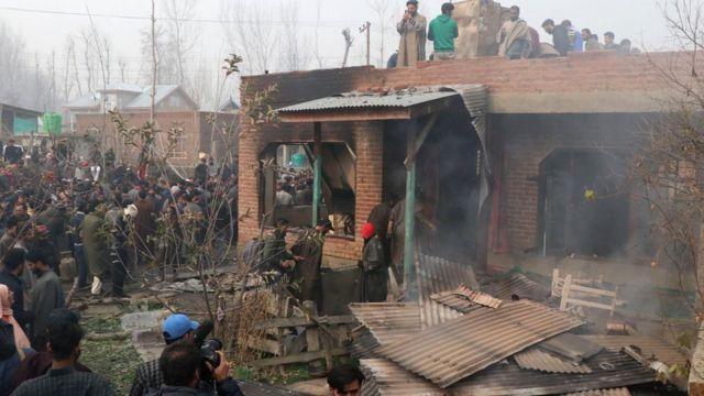 मुठभेड़ के बाद तबाह हुआ एक घर