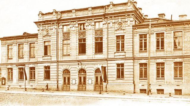 У приміщенні Троїцького народного дому розпочав свою роботу Український національний театр
