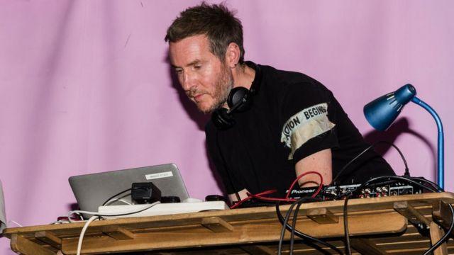 Massive Attack, 2019'da Extinction Rebellion (Yokoluş İsyanı) adlı çevreci gruba destek vererek Londra'daki bir eylemleri sırasında konser düzenlemişti.