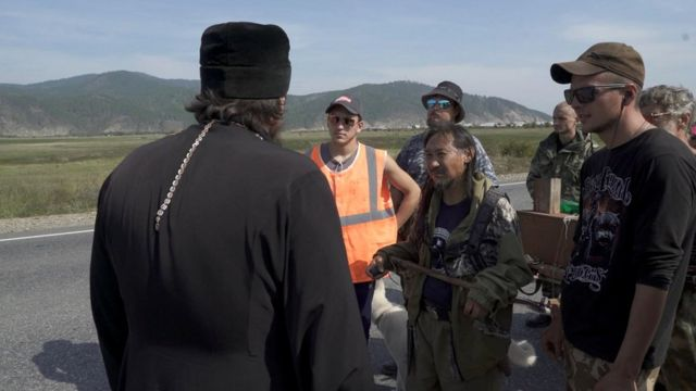 Священник и отряд шамана