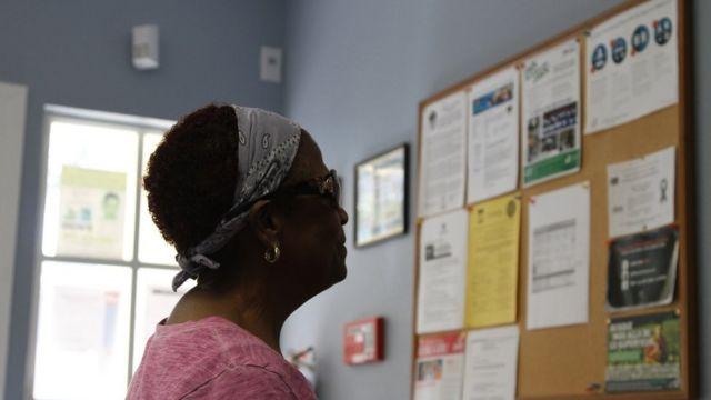 Женщина в испаноязычном центре
