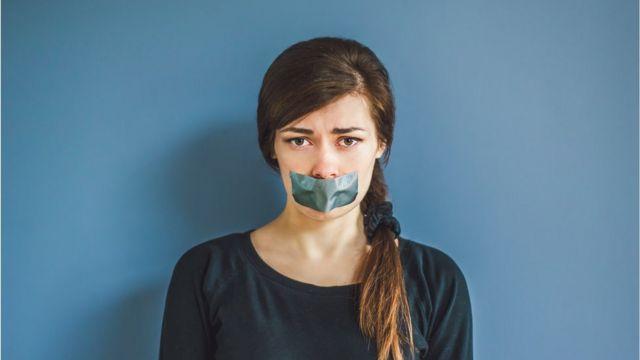 Mujer censurada